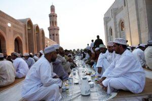 مجالس الافطار الجماعي في سطنة عمان