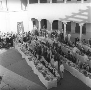 حفلة-غداء-أقيمت-على-شرف-ضيف-الكويت-الملك-سعود-بن-عبدالعزيز-في-مدرسة-ثانوية-الشويخ-عام-1961-بحضور-الامير-عبدالله-السالم.