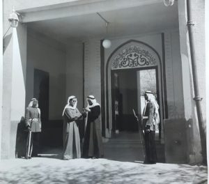 سمو الامير الشيخ صباح الاحمد مع سكرتير الحكومة الثالث بدر عبدالله الملا