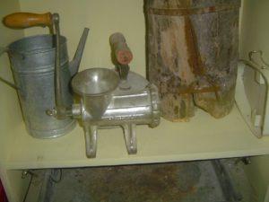 من أدوات المطبخ الكويتي قديما في متحف العبدالمعني