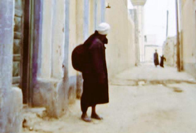 بائع الخام ( القماش ) اليمني ذكرى حارات الكويت القديمة ( ذرى الكويت )