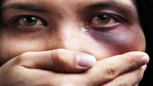 المرأة تعاني الأمرين في العلمانية الغربية