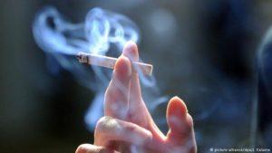 الأعدام لمن شوهد مدخنا فورا