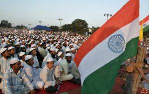 حشود من المسلمين الهنود في أحدى المناسباب الدينية