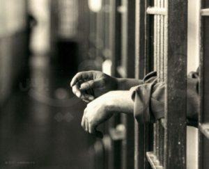 من خلف اسوار القضبان