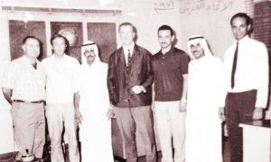 المدرب بروشتش يتوسط أداربيين في اتحاد كرة القدم الكويتي في الستينيات