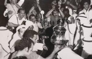 لكابتن العربي عبدالرحمن الدولة يستلم كاس الامير موسم(1970/1971