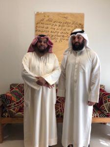 لقطة تجمع الباحث محمد المتروك يمينا و الدكتور محمد الشيباني يساره