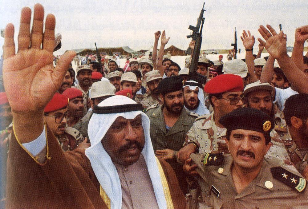 الأمير الوالد الشيخ سعد العبدالله رحمة الله عليه عند عودته للبلاد بعد التحرير