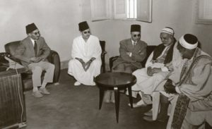 الشيخ محمد النيفر في احد الاجتماعات