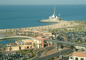 المطاعم والمباني المطلة علي في واجهة السالمية البحرية