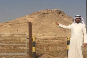 المؤلف د .سعود الديحاني امام جبل وارة