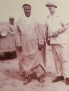 الكولونيل ديكسون مع أمير وارة محمد بن طاحوس