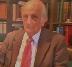 فؤاد سزكين في مكتبة في فرانكفورت