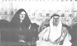 المعتمد البريطاني كولونيل هارولد ديكسون وزوجته ام سعود فيوليت بالزي العربي
