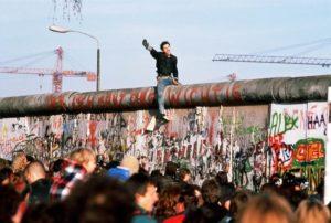 سقوط جدار برلين السجن الأكبر