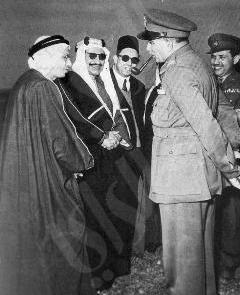 الرئيس المصرى الأسبق نجيب مستقبلا الشيخ عبدالله الجابر والشيخ عبدالله النوري