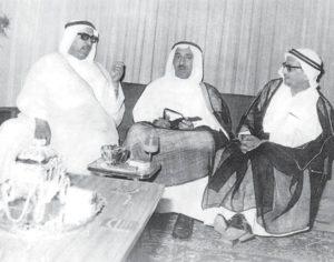 سمو الأمير صباح الأحمد في الوسط وعن يمينه الشيخ عبدالله النوري