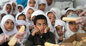 تلقي العلم في مدارس اليمن