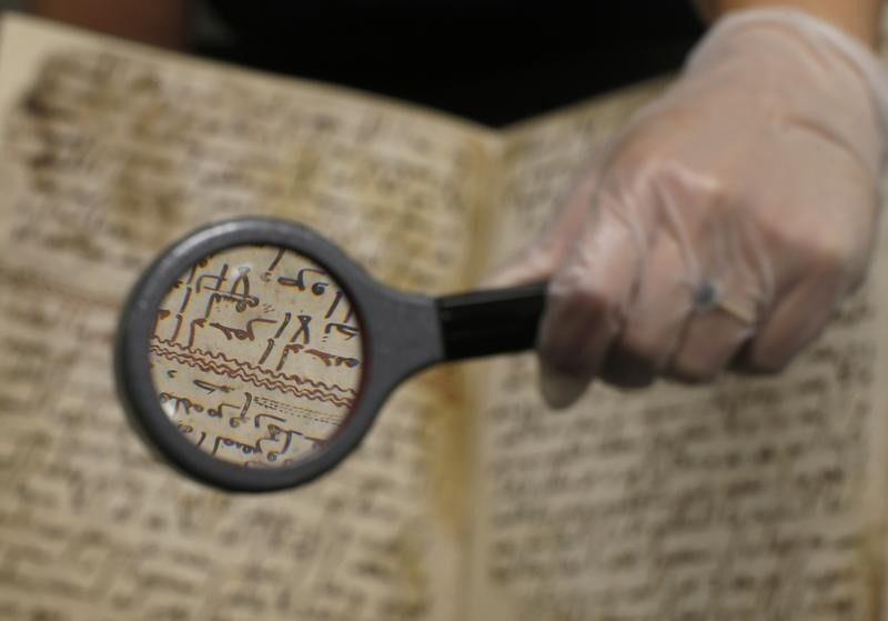الكشف على المخطوطة