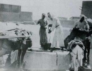 نقل الماء في الكويت على ظهور الحمير في الماضي