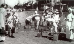 الحمارة ( أهل الحمير ) والكنادرة يتجمعون لنقل المياه