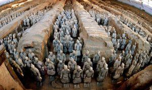 جيش صيني بكامل عتاده وعدته تحت الرمال