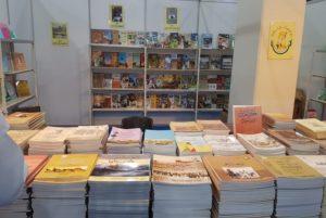 جناح مشاركة مركز المخطوطات والتراث والوثائق المشارك في معرض الكويت للكتاب
