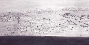 قرية الفحيحيل القديمة ويبدو سورها المحيط بها
