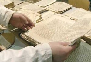 طرق ووسائل حفظ المخطوطات من عوامل التلف