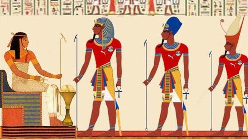 الكهنة والفرعون