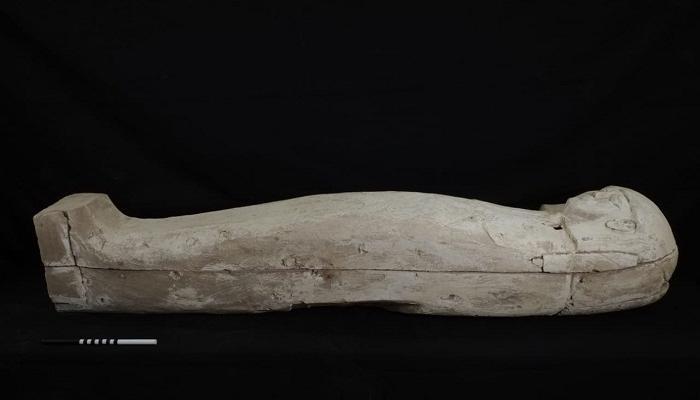 تابوت لفتاة من عهد رمسيس الثاني يعود إلى 1600 عام ق . م