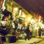 سوق محافظة الفحيحيل ليلاً