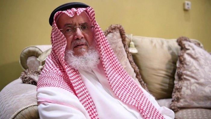 البرفسور السعودي علي عبدالله الدّفاع