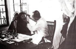 د .اسكدر يعاين مواطنة كويتية في مستشفي الأمريكاني في الكويت