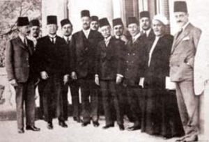 العلامة محمد كرد يتوسط مع حشد من كبار الأدباء في زيارته للقاهرة عام 1933 م
