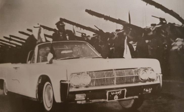 الأمير الراحل الشيخ صباح السالم الصباح يحيي ارتال القوات العائدة للبلاد