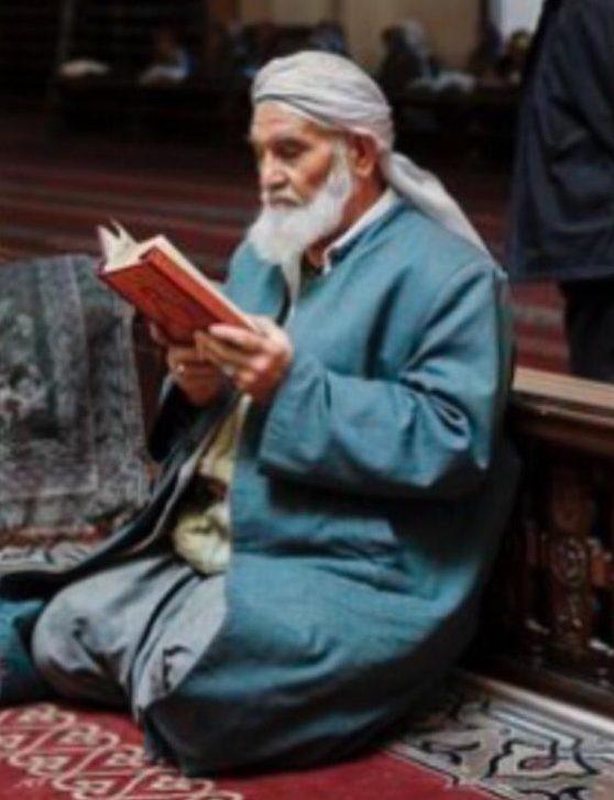 القرآن وتدبره يرتقي بدرجات قارئه