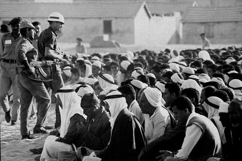 جنود يهود يمارسون إذلال أهل فلسطين