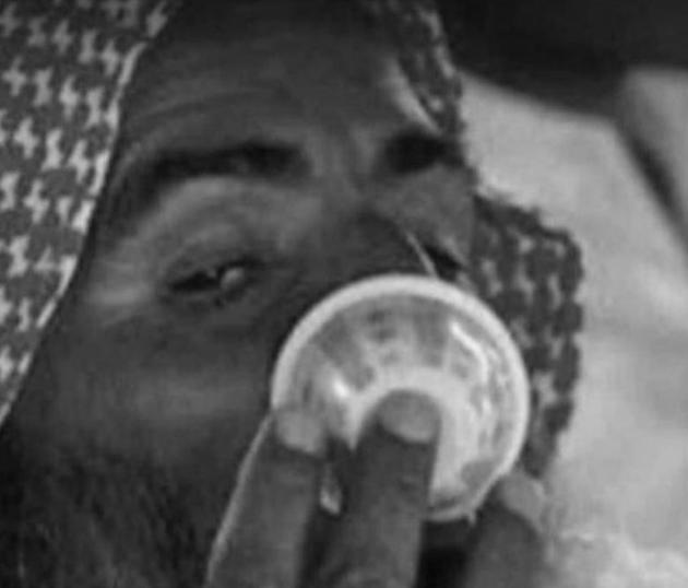 ارتشاف القهوة وفق عادات وتقاليد اهل البادية الأصيلة