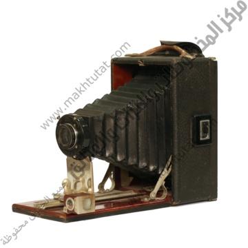 كاميرا فوتوغرافية مع شنطة امريكية ماركة كورونا قديمة