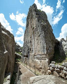 منحوتات حجرية غريبة صنعت قبل حوالي 3200 عام في موقع أثري تركي
