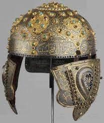 استخدم الجند المسلمون الخوذة كوسيلة حماية للرأس في المعارك