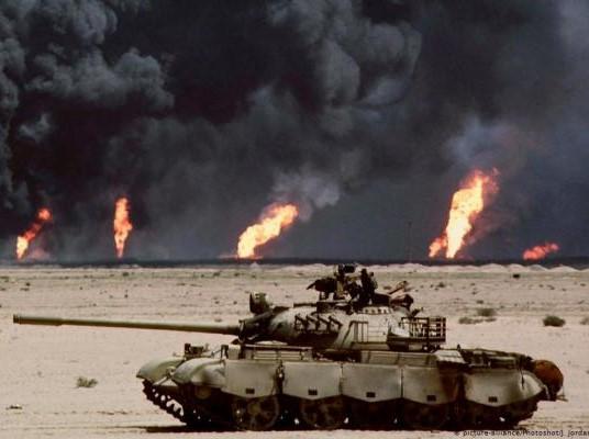 حرائق اشعلها الجيش العراقي في آبار نفط الكويت قبيل انسحابه مدحوراً