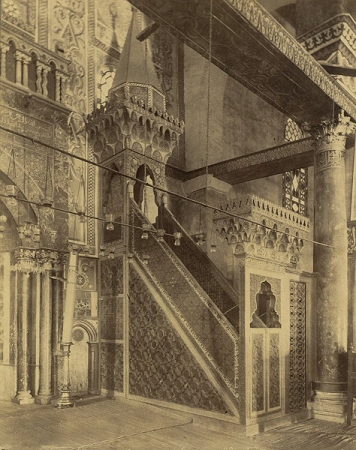 بقايا منبر صلاح الدين الأيوبي في المسجد الأقصى فبل الحريق