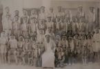 الحركة الكشفية لطلاب مدرسة المثني في الخميسينيات يتوسطهم محمد النشمي .اهداء أحمد أسماعيل الميعان الثاني وقوفا من اليمين